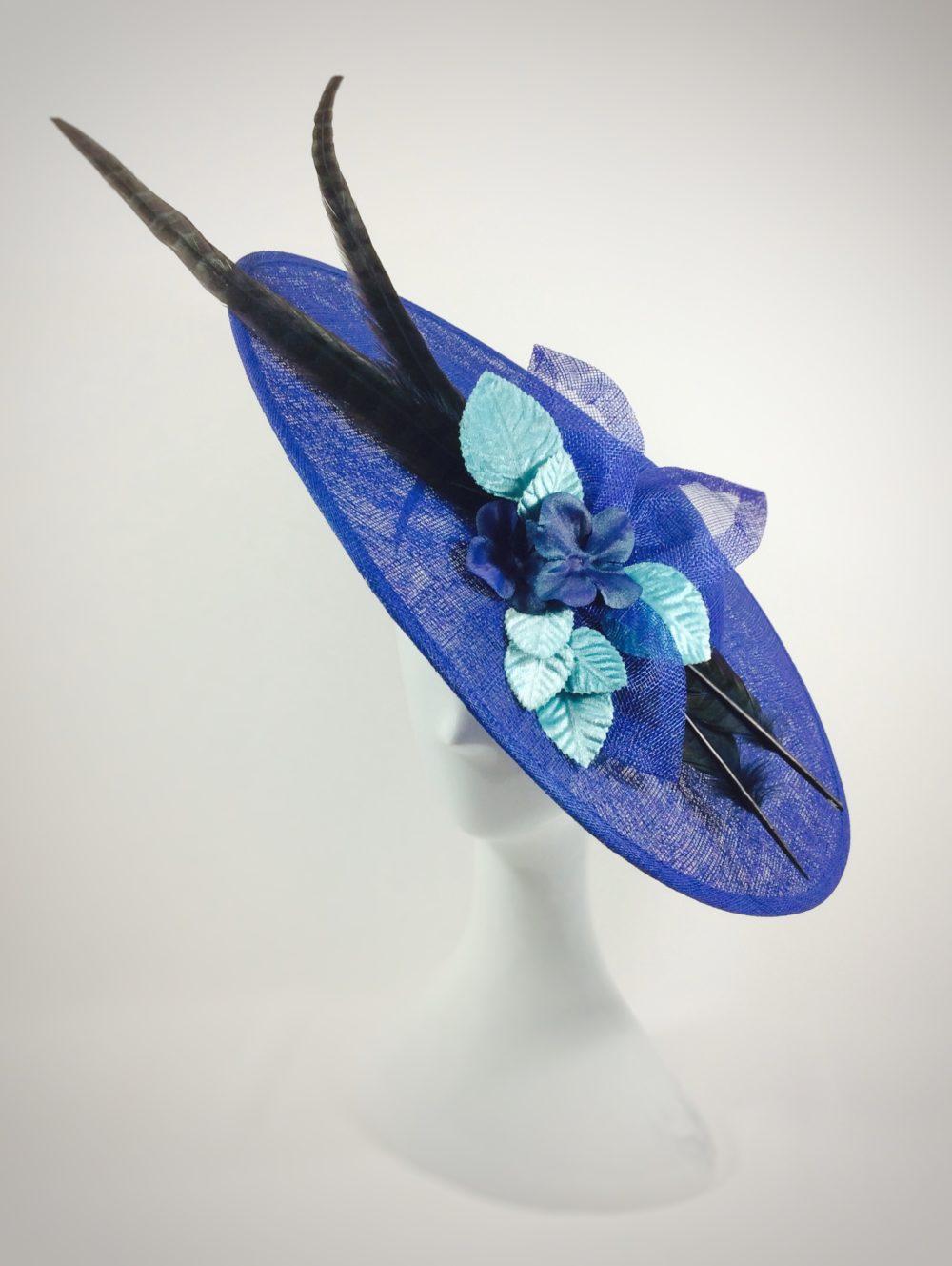 Pamela ladeada azul clein con pluma faisan DALIA