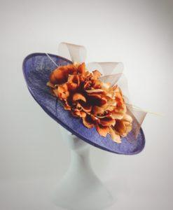 Pamela añil con gran lazada y flor en naranja VICTORIA