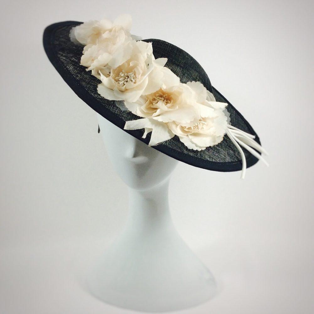 Pamela pequeña negro y crudo flores organza SONIA