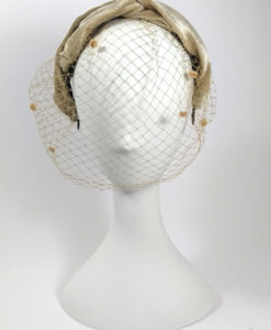 Diadema turbante terciopelo con tul en color champan ADRIANA