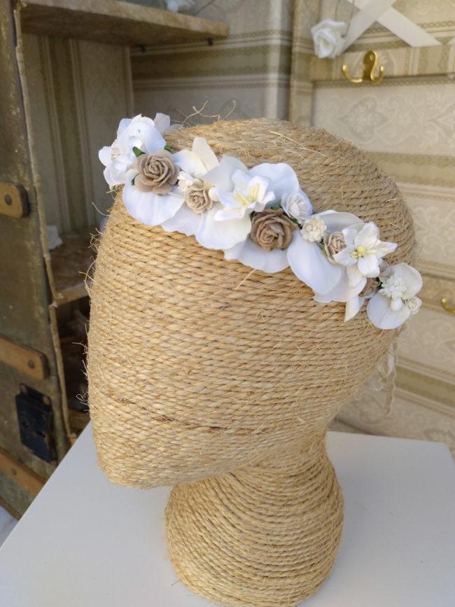 Corona floral tostado y blanco PANDORA