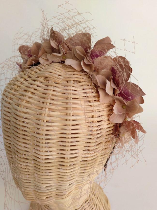 Diadema floral nude con tul ADELA