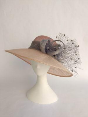 Sombrero en nude y gris LORENA