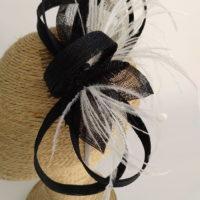 Tocado lazadas en negro con plumas BELEN